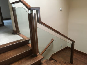 STAINLESS GLASS AND WOOD RAIL