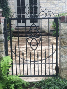 WALK GATE WITH MEDALLION