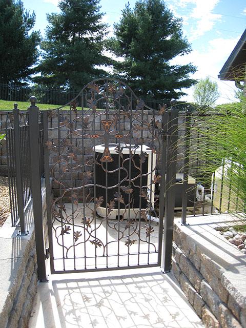 LEAFY WALK GATE