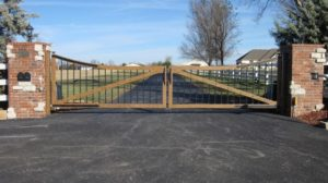 TIMBER LOOK DRIVE GATE