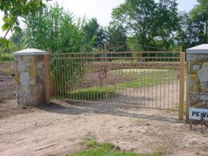 MONOGRAM DRIVE GATE