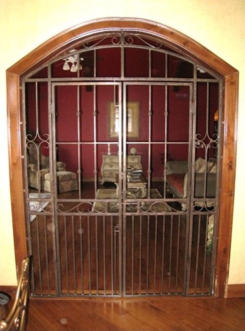 INTERIOR DOUBLE GATE